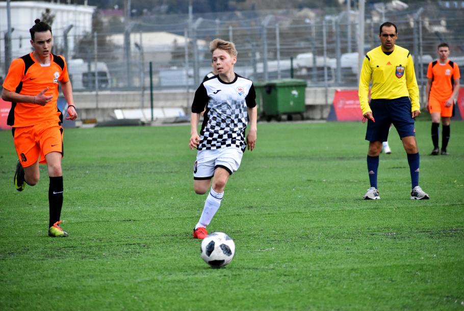 Весенний Hopes Cup 2019. Четвёртый этап. День второй. U-15 (2004): Дерби Черноземья, В первом матче дня в возрасте U-15 (2004) на Hopes Cup Arena встретились «Юнит» и «Чайка».